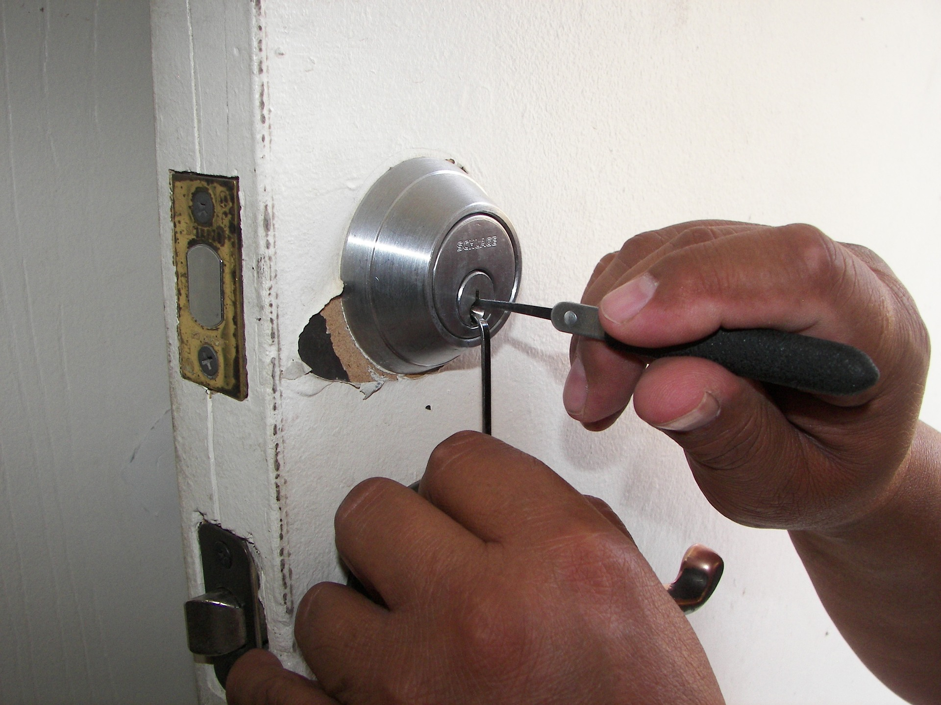 Benefits of Hiring AA Lock and Key for Locksmith Services in Bristol