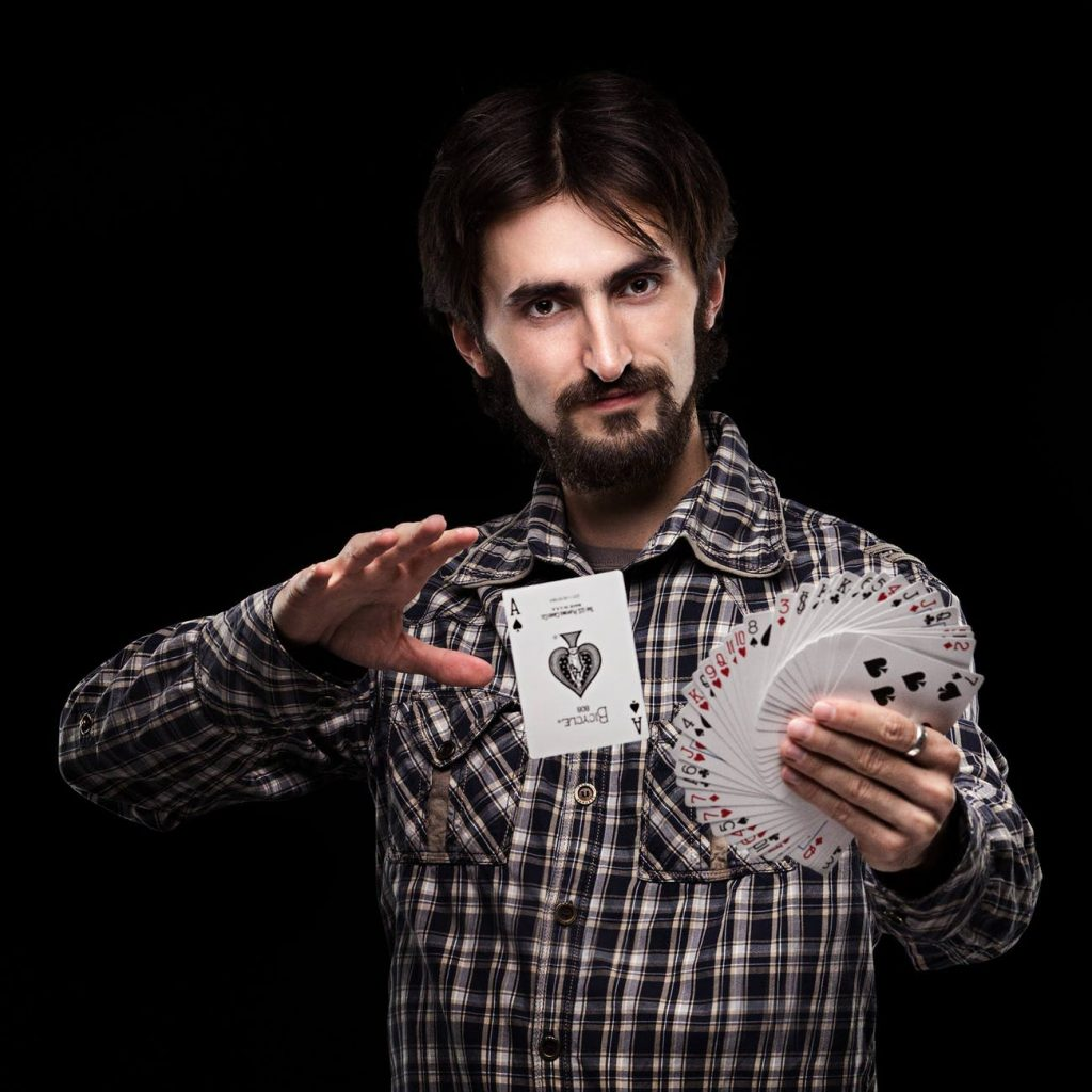 Hire a Magician with good personality for wedding function